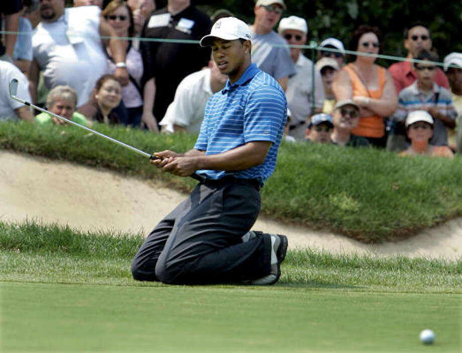 Tiger Woods, missing a birdie putt on the fourth hole, struggled to a 72 on Thursday. Photo: JEFF ROBERSON, ASSOCIATED PRESS