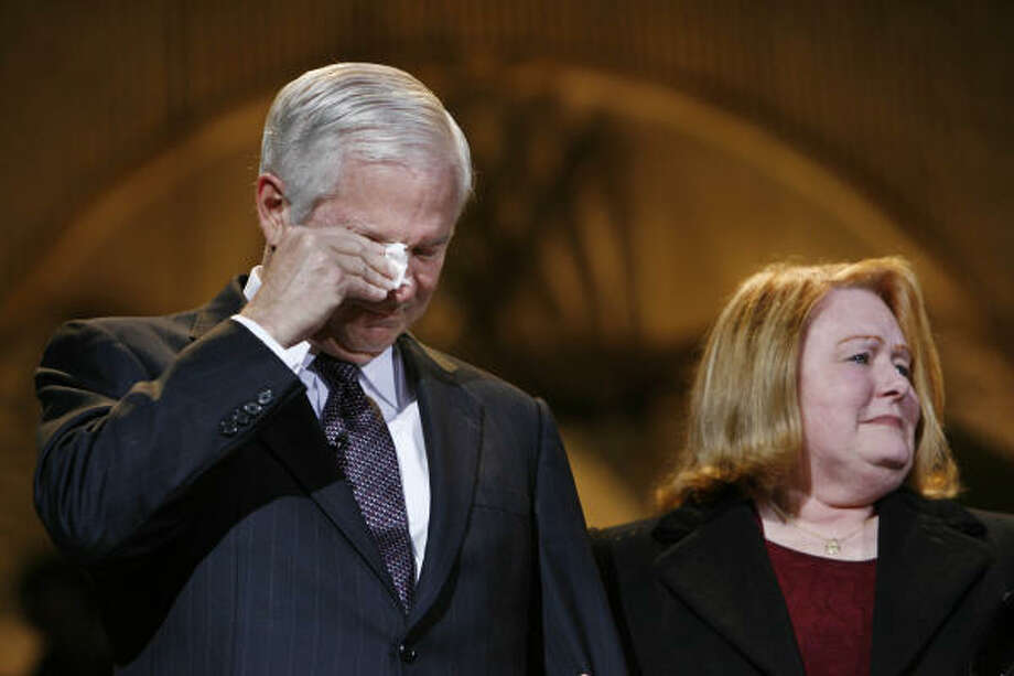 Robert Gates and his wife, Becky, bid farewell Friday from Rudder Tower, singing The Spirit of Aggieland with students one last time before he takes office as secretary of defense Dec. 18. Photo: Mayra Beltran, Chronicle