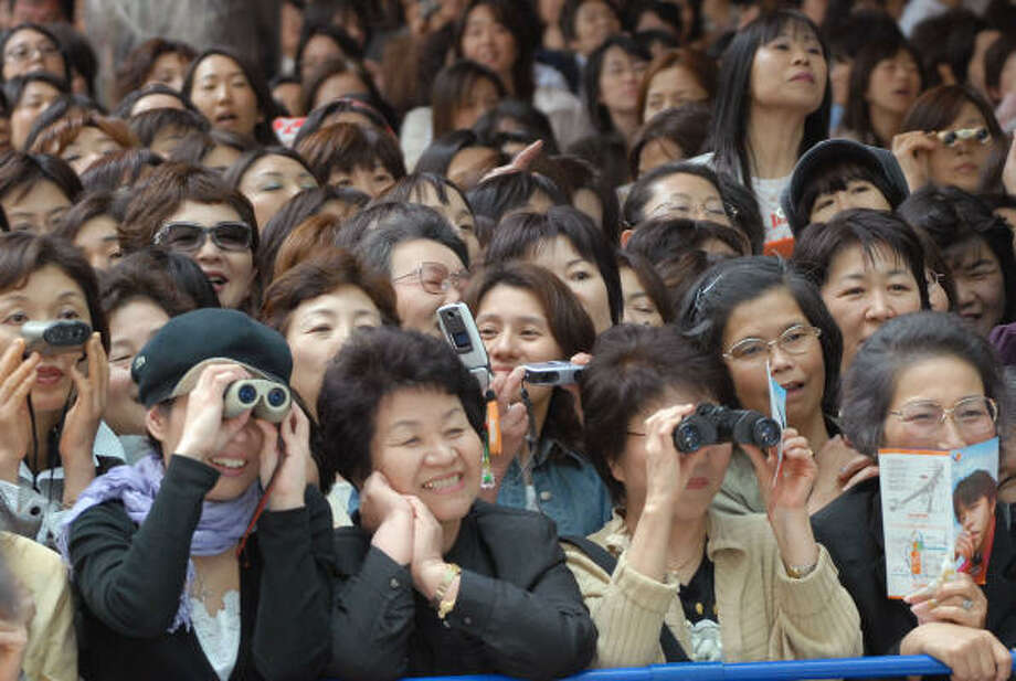 Japanese fans of South Korean pop star Ryu Siwon enjoy his performance in Tokyo in May. Though the Korean Wave hit Japan relatively late, the country has quickly become the largest market for Korean stars. Photo: KATSUMI KASAHARA, AP