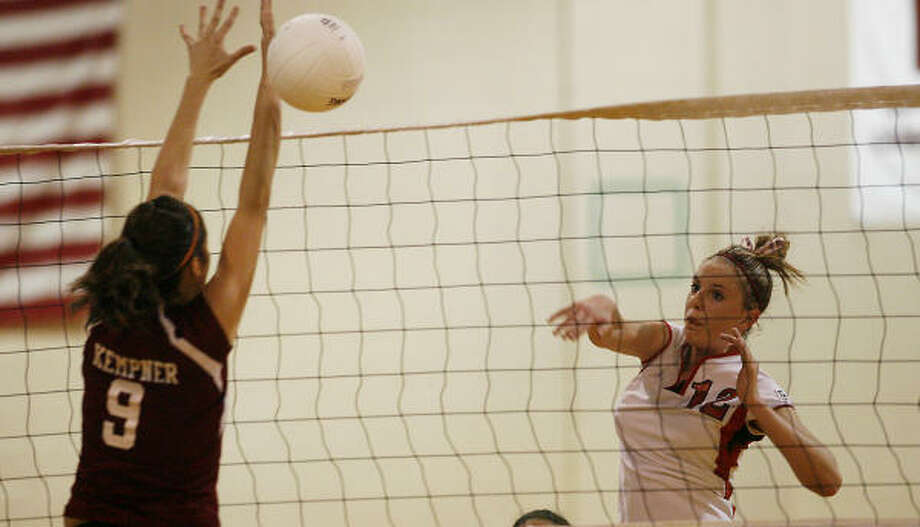 At 5'9 Amy Moyer, a Dulles outside hitter, is considered undersized in the volleyball world. Photo: Bob Levey, For The Chronicle