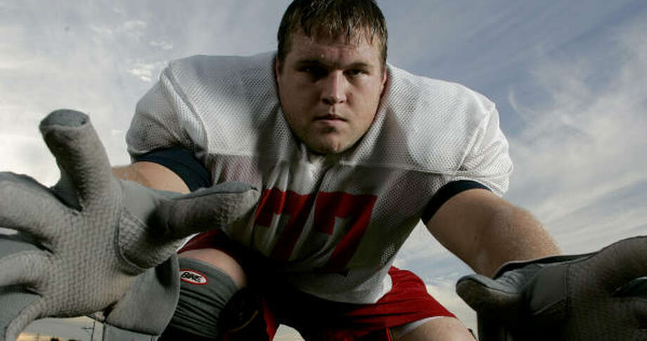 UH offensive lineman Jeff Akeroyd is moving to left tackle because of injuries at the position. Photo: Thomas B. Shea, Houston Chronicle