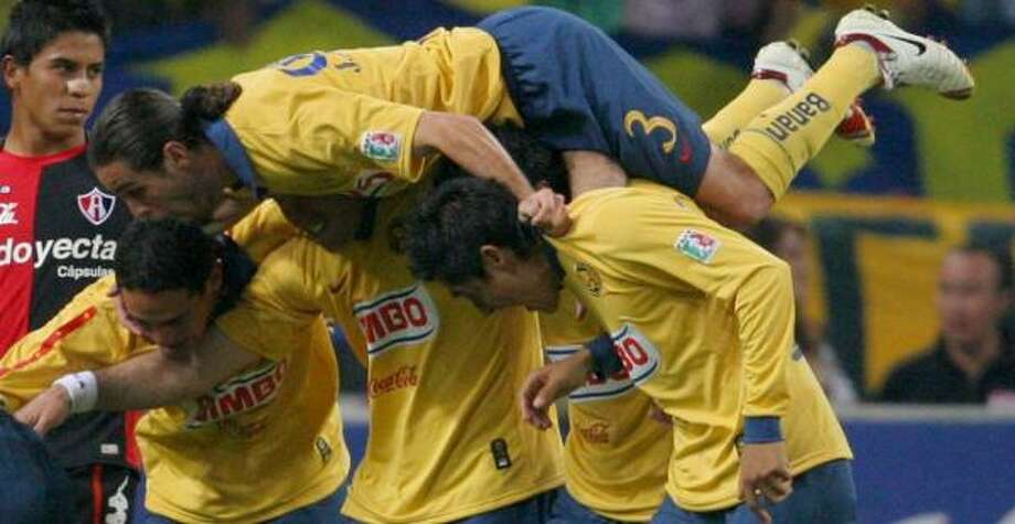 Club América, looking for its 15th league title, made the semifinals after surviving Atlas with a 6-4 aggregate score. Photo: STRINGER/MEXICO, REUTERS
