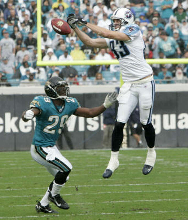 He may have missed this catch against Jacksonville, but Drew Bennett (83) leads the pack of receivers for Vince Young. Photo: PHIL COALE, AP