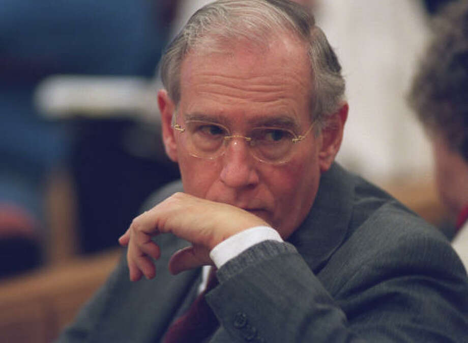 E. Pierce Marshall, seen here in 2001, died unexpectedly Tuesday evening in the Dallas area from a brief and extremely aggressive infection, his family said in a written statement. Photo: Chronicle File