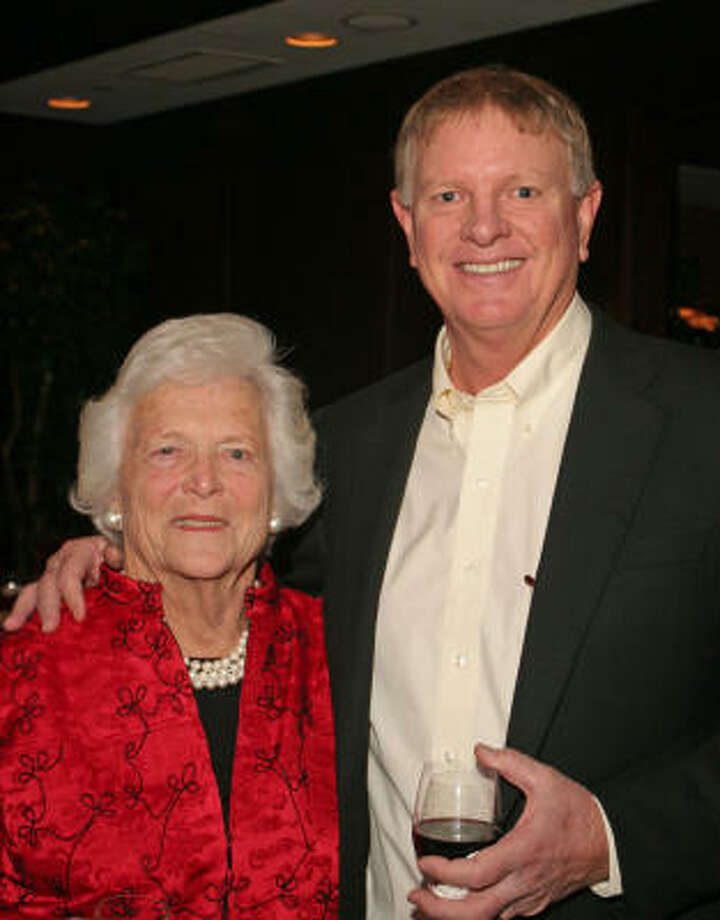 Barbara Bush and Larry Dierker. Photo: Gary Fountain, For The Chronicle