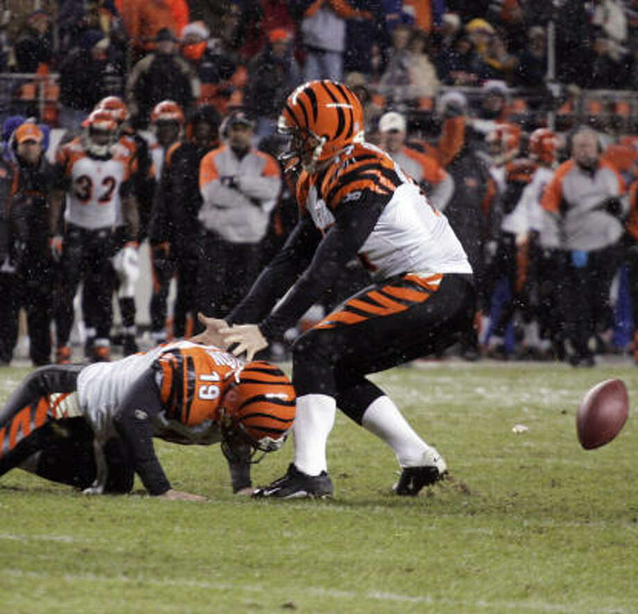 The key play from the Bengals' loss: the snap going wide of holder Kyle Larson (19) on Shayne Graham's conversion attempt. Photo: Jack Dempsey, AP