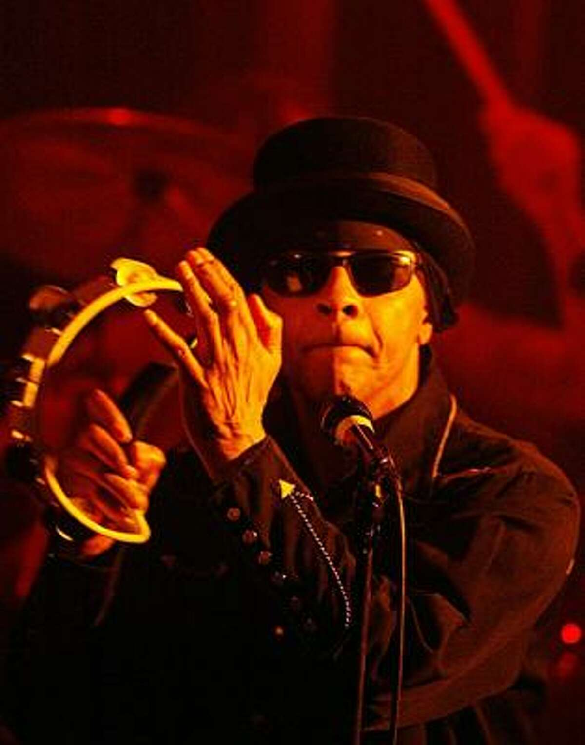 Arthur Lee, the eccentric singer/guitarist with influential 1960s rock band Love, performs in the Sala Jam in Bergara, northern Spain, in this March 28, 2004 file photo.