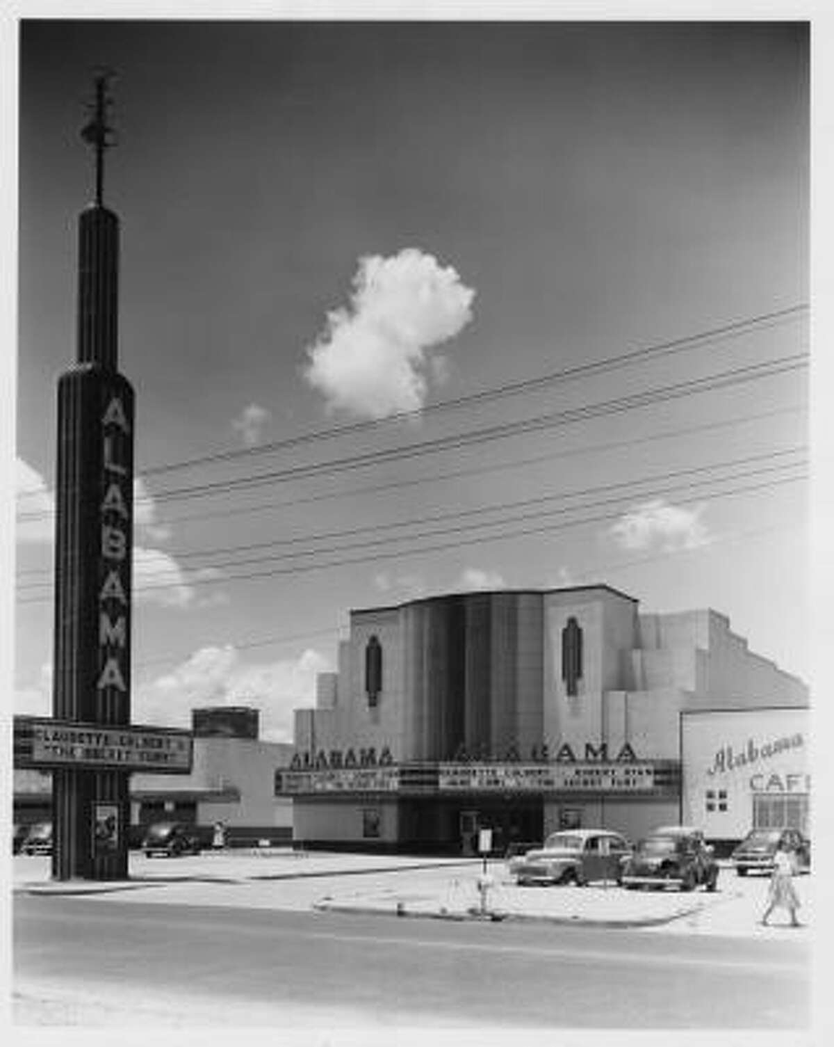 Dallas architect W. Scott Dunne designed the Alabama Theatre in the streamlined moderne style, the sleek final phase of Art Deco.