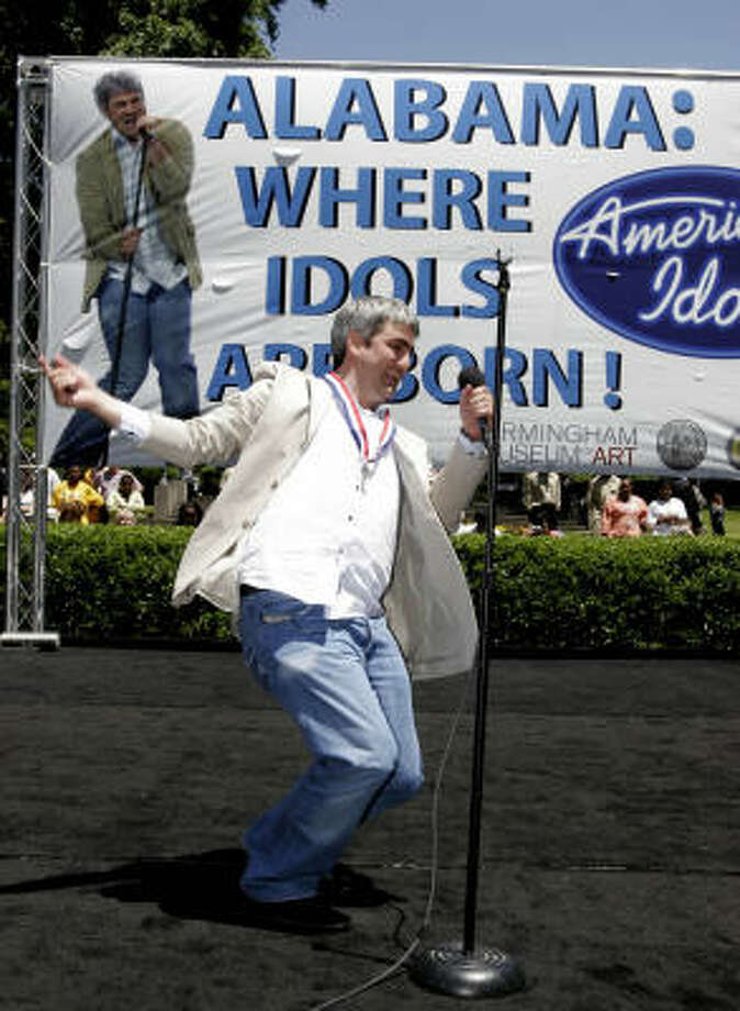 American Idol champion Taylor Hicks performs at Lynn Park in his hometown of Birmingham, Ala. Photo: BUTCH DILL, Associated Press