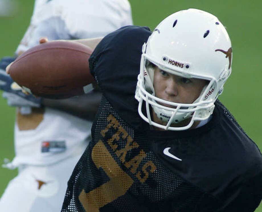 True freshman Jevan Snead is one of the most mobile quarterbacks vying for the starting job at the University of Texas this summer. Photo: HARRY CABLUCK, ASSOCIATED PRESS