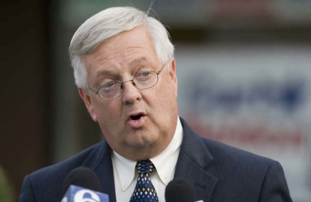 U.S. Rep. Curt Weldon, R-Pa., addresses the media outside his Delaware County, Pa., campaign headquarters on Monday in Springfield, Pa. The FBI is investigating whether Weldon used his influence to secure lobbying and consulting contracts for his daughter. Weldon denied any wrongdoing.