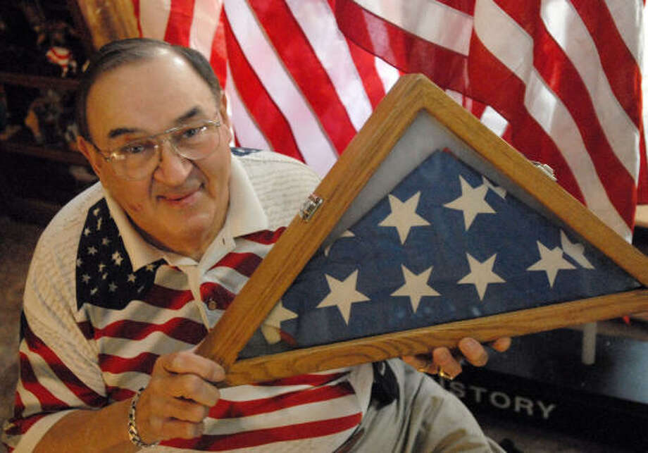 Robert G. Heft of Thomas Township, Mich., shows off the 50-star U.S. flag he created in 1958. Photo: MELANIE SOCHAN, NEWHOUSE