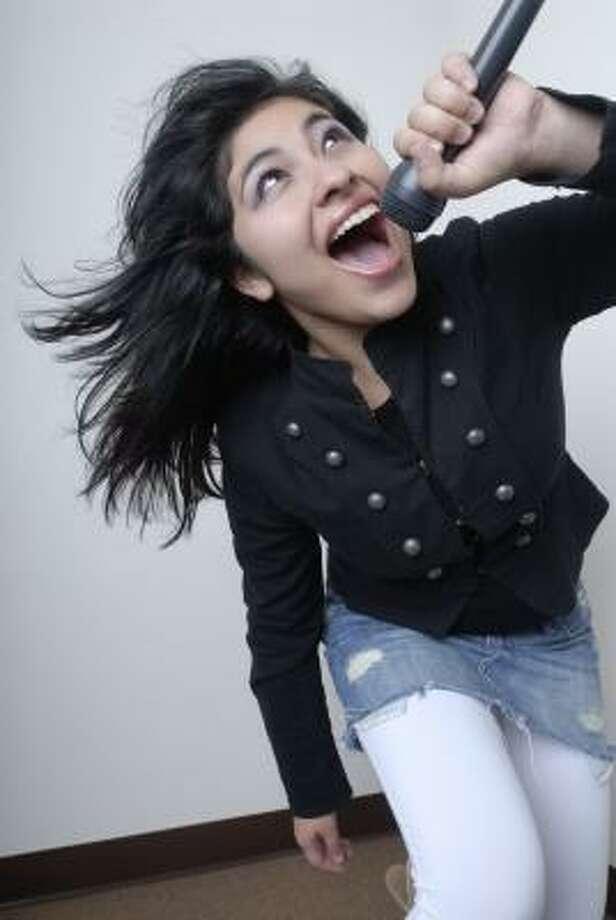 Paulette Vargas, de 16 años, dice que la música en español es muy popular entre sus amigos en Houston. Photo: Carlos Javier Sánchez, Para La Voz