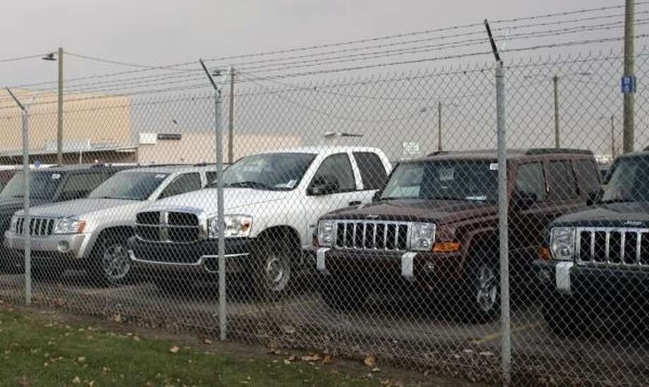Chrysler Jeeps sit in a fenced-in private storage lot near Metropolitan Airport in Romulus, Mich., early this month. Dealers have expressed frustration with the automaker for overproducing vehicles. Photo: REBECCA COOK, REUTERS