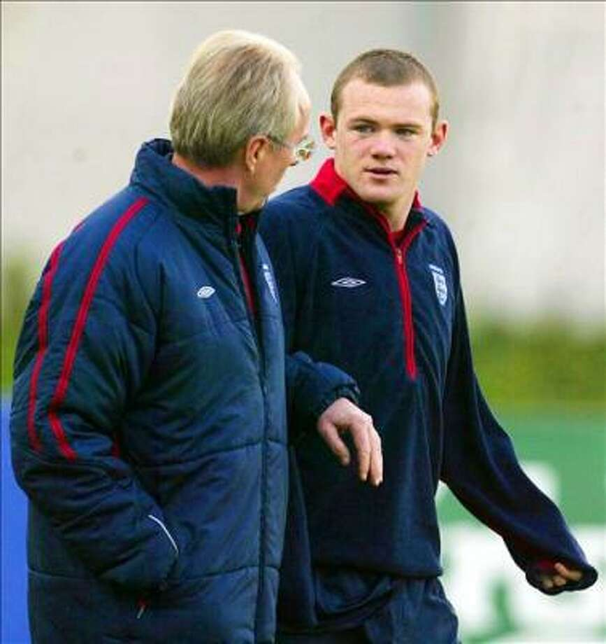 England manager Sven Goran Eriksson walks to striker Wayne Rooney during a training session 07 October, 2004 in Manchester, England. England will face Wales in a Group 6 World Cup qualifier 09 October.    AFP PHOTO/STEVE PARKIN Photo: STEVE PARKIN, AFP
