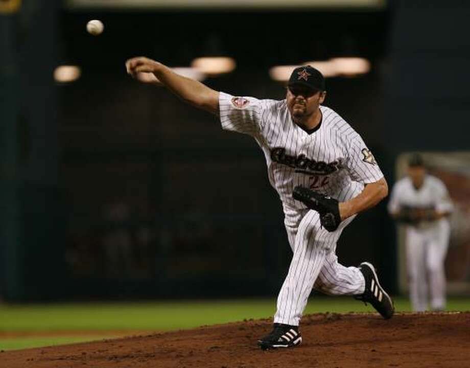 Roger Clemens tries to foil the Cincinnati Reds at Minute Maid Park. Photo: Carlos Antonio Rios, Chronicle