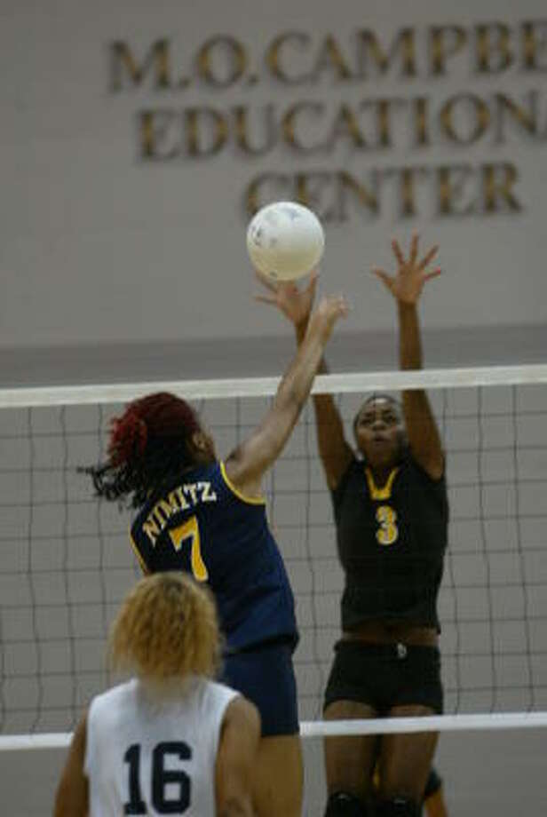 Eisenhower's Karensa Beckford, right, defends against Jasmyn Sparks of Nimitz.The Lady Eagles are led by Beckford and Sharonda Marshall. The two 5-foot-11 stars lead the team in kills, blocks and digs. Photo: Matthew White, For The Chronicle