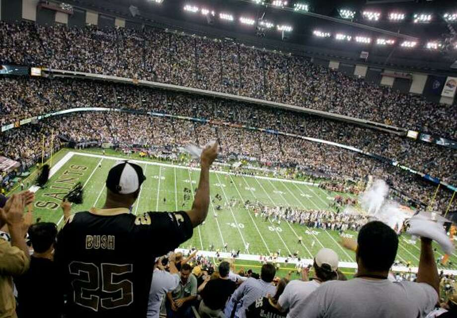New Orleans Saints fans cheer as their team takes the field at the Louisiana Superdome before Monday's game, the first one played at the dome since December 2004. Photo: TAMI CHAPPELL, REUTERS