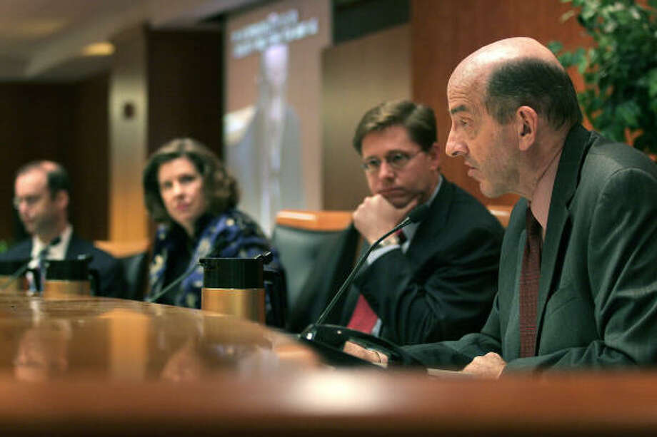 Federal Communication Commission members Michael Copps, right, Chairman Kevin Martin, center, Kathleen Abernathy and Jonathan Adelstein voted along partisan lines to impose new measures to ensure that local governments do not block new competitors from entering cable TV markets. Photo: Ken Cedeno, BLOOMBERG NEWS FILE