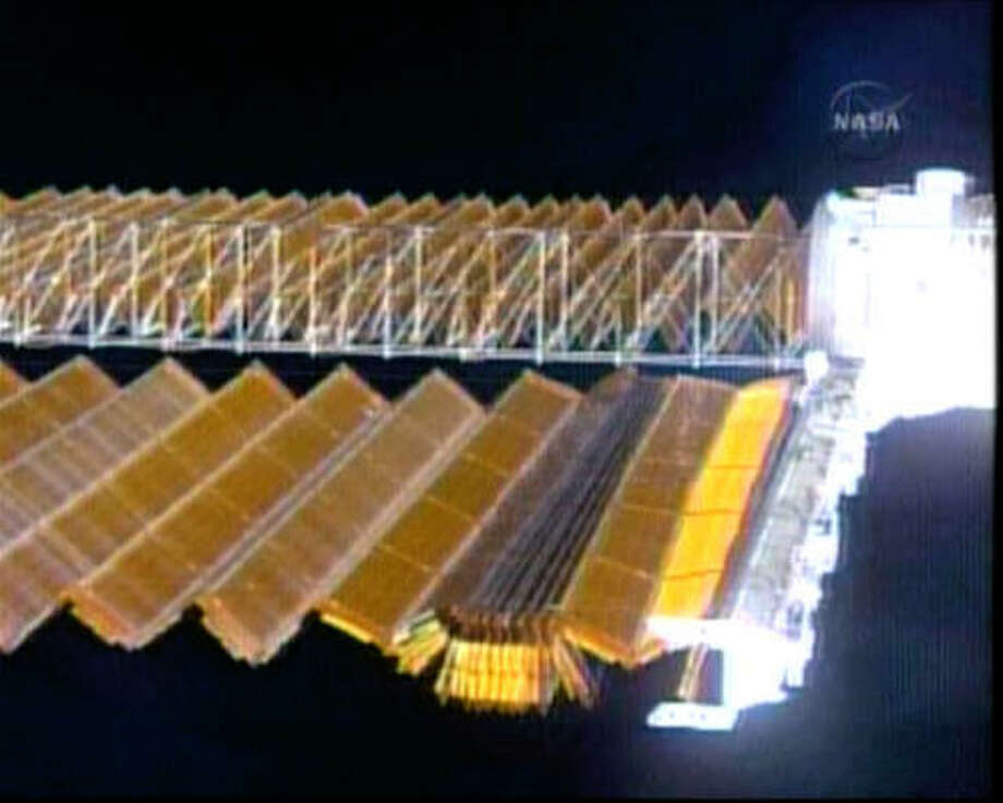 Jammed solar panel doesn 39 t disrupt space station work for Solar panels houston