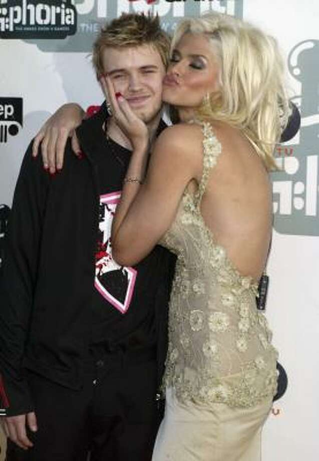 Model Anna Nicole Smith, and her son Daniel Smith arrive at G-Phoria - The Award Show 4 Gamers on July 31, 2004 in Los Angeles, California. Photo: Frazer Harrison, Getty Images File