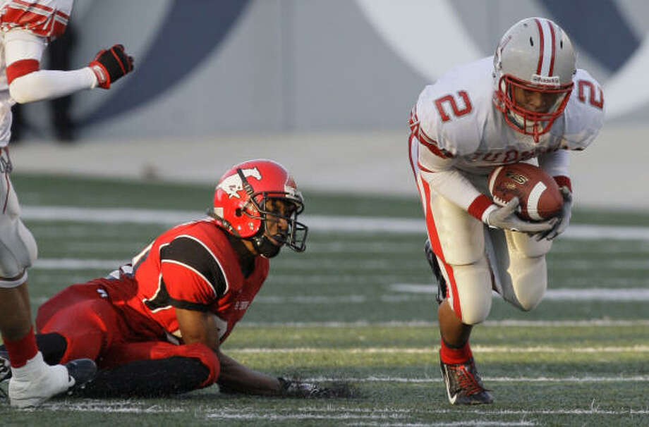Judson's Erik Brown (2) intercepts a ball from North Shore's Lester Brooks (8) in the third quarter of 5A Division 1 State Semifinals. Judson defeated North Shore 28-7. Photo: Melissa Phillip, Chronicle