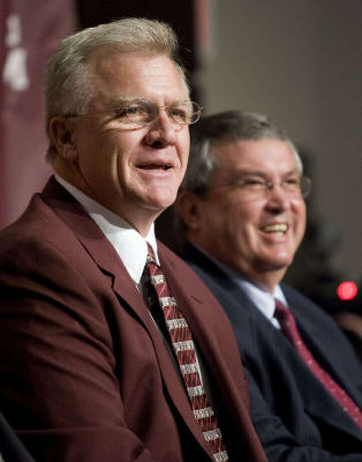 Mike Sherman and Texas A&M director of athletics Bill Byrne are all smiles during a news conference to introduce Sherman as the new head coach for the Aggie football program. Photo: Paul Zoeller, AP