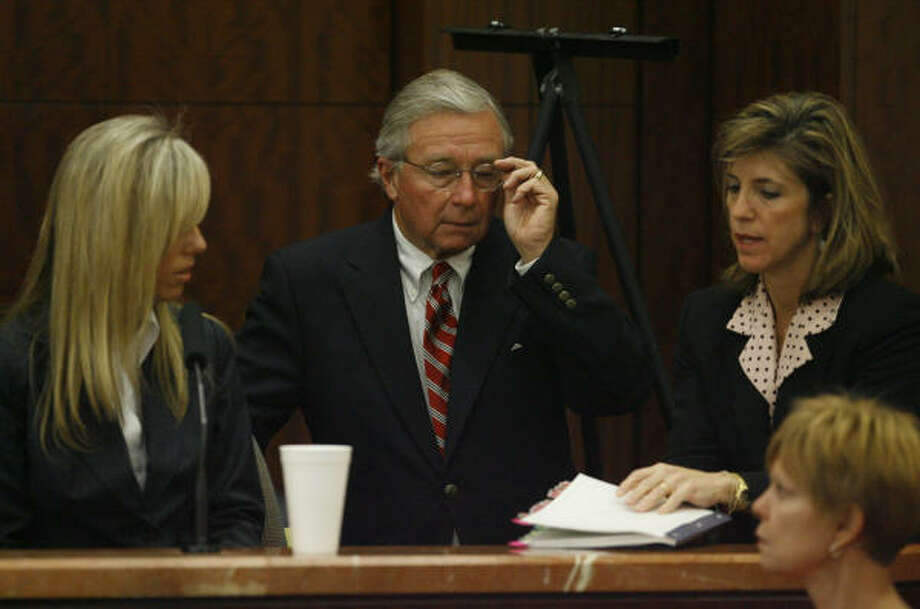 Heather Scott, left, is joined by her attorney, Dick DeGuerin, during questioning by Assistant District Attorney Kelly Siegler, Oct. 25. Photo: Melissa Phillip, Chronicle
