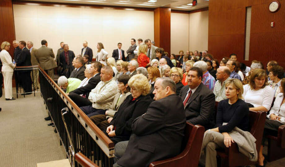 A packed courtroom awaits the start of closing arguments Nov. 14. Photo: Steve Ueckert, Chronicle