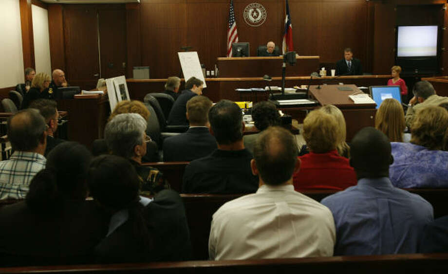David Temple takes the stand, upper right, in front of a packed courtroom Nov. 12. Photo: Kevin Fujii, Houston Chronicle
