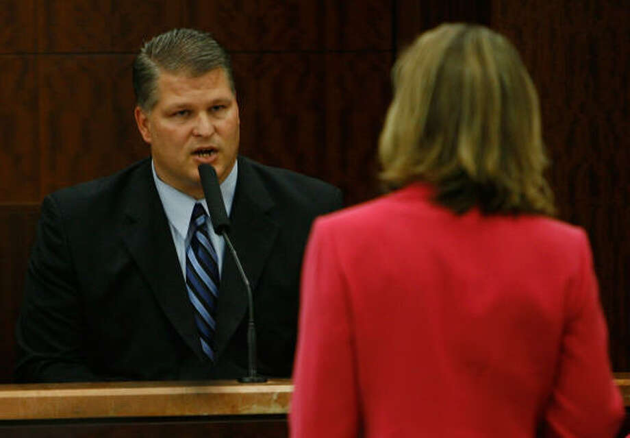 David Temple answers questions from Assistant District Attorney Kelly Siegler Nov. 12. Photo: Kevin Fujii, Chronicle