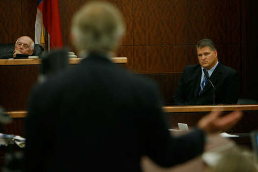 Judge Doug Shaver, left, and David Temple, right, listen to defense attorney Dick DeGuerin Nov. 12. Photo: Kevin Fujii, Chronicle