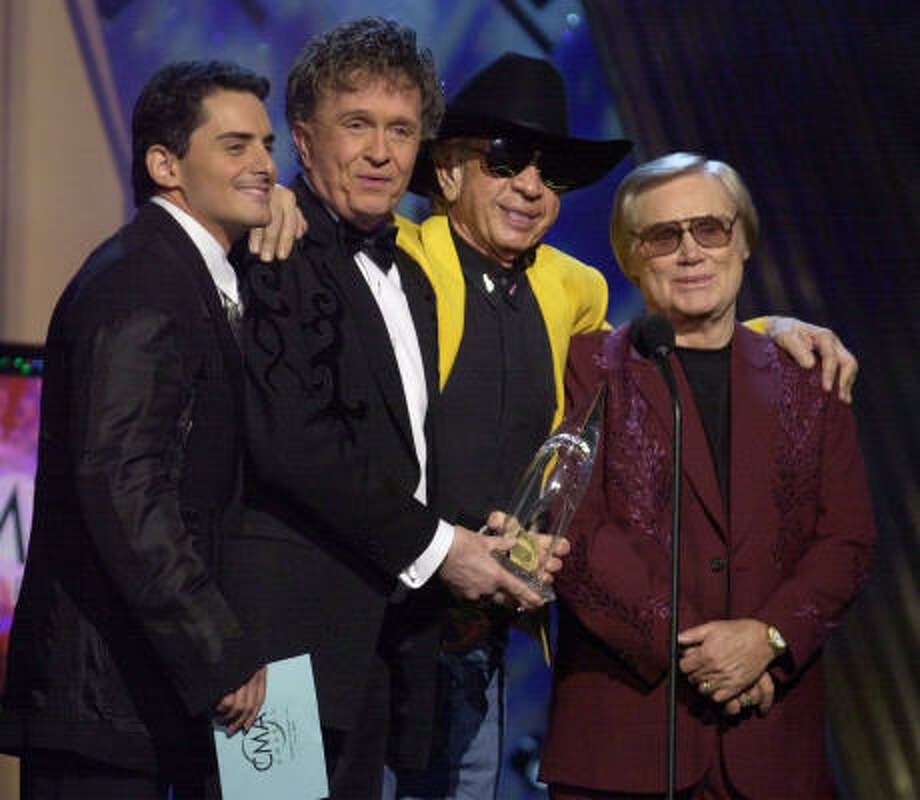 Brad Paisley, Bill Anderson, Buck Owens and George Jones accept the award for vocal event of the year at the Country Music Association Awards show Nov. 7, 2001. Photo: M. SPENCER GREEN, AP