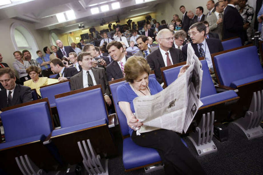 Veteran White House correspondent Helen Thomas takes her seat in the front row. Photo: Pablo Martinez Monsivais, Associated Press