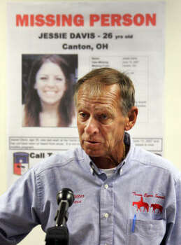 Tim Miller, head of Texas EquuSearch reports on the search for Jessie Davis in  Uniontown, Ohio. Photo: Mark Duncan, AP