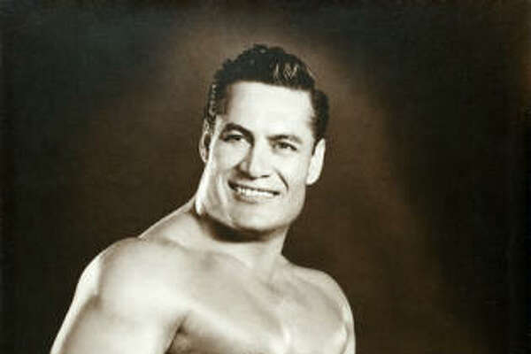 Jesús Becerra, cuyo nombre en el mundo de la lucha libre era   Apollo Cyclone , fundó en 1966 el primero de tres restaurantes Cyclone Anaya, uno de los cuales se ubica actualmente en el midtown.