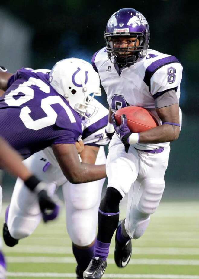 Angleton's Ryan Jackson moves the ball upfield in the first half of a high school football game between Angleton and Dayton at Bronco Stadium on Friday, Sept. 10, 2010, in Dayton. ( Julio Cortez / Houston Chronicle ) Photo: Julio Cortez, HC Staff / Houston Chronicle