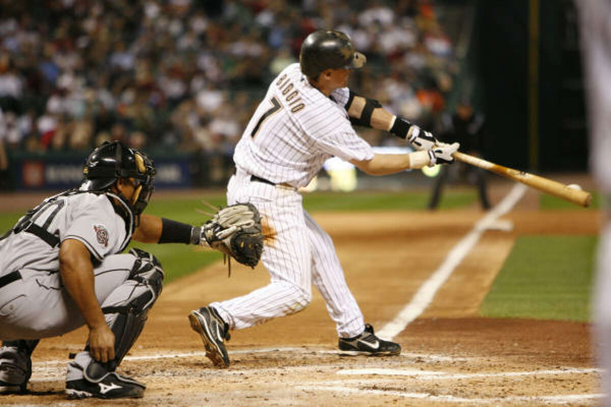 Craig Biggio was 2 for 5 Monday night and is now just 58 hits away from joining the 3,000 hit club.