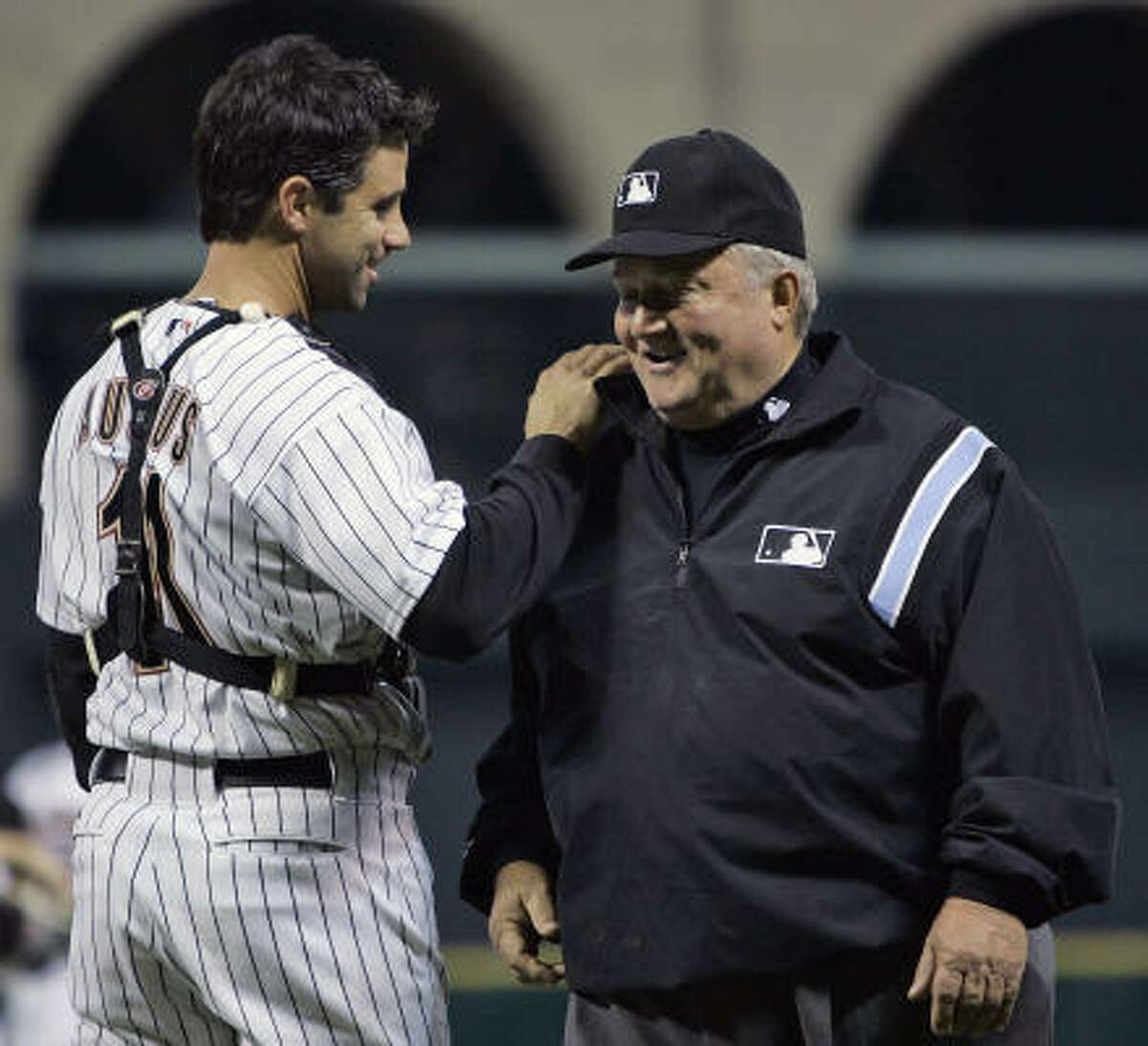 Bruce Froemming, right, is congraulated by Brad Ausmus as he was honored for the most consecutive (37) years of service as a major league umpire.
