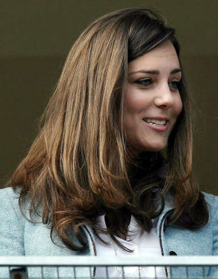 Kate Middleton watches horse racing at Cheltenham racecourse in England, March 16. Photo: David Davies, Associated Press