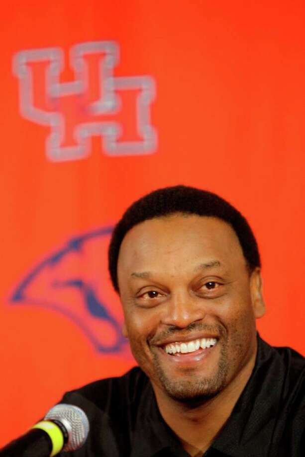University of Houston head football coach Kevin Sumlin at media conference to announce they have reached in principle a new contract  to retain him as coach Monday, Jan. 18, 2010, in Houston. ( Melissa Phillip / Chronicle ) Photo: Melissa Phillip / Houston Chronicle