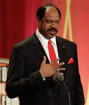 Artis Gilmore delivers an address at an Basketball Hall of Fame enshrinement ceremony  in Springfield, Mass., on Friday night, Aug. 12, 2011. (AP  Photo/Stephan Savoia)