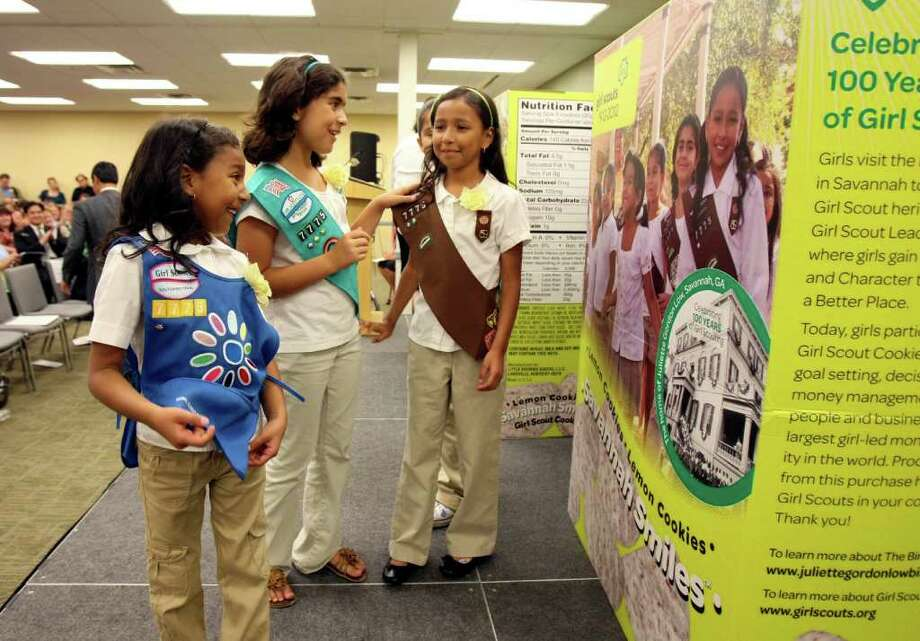 Arianna Moreno, 5, Ruby Gradillas, 9, Victoria Moreno, 8, members of Girl Scout troop 7775 will be featured boxes for the new cookie the Savannah Smiles. Photo: HELEN L. MONTOYA, HELEN L. MONTOYA/hmontoya@express-news.net / hmontoya@express-news.net