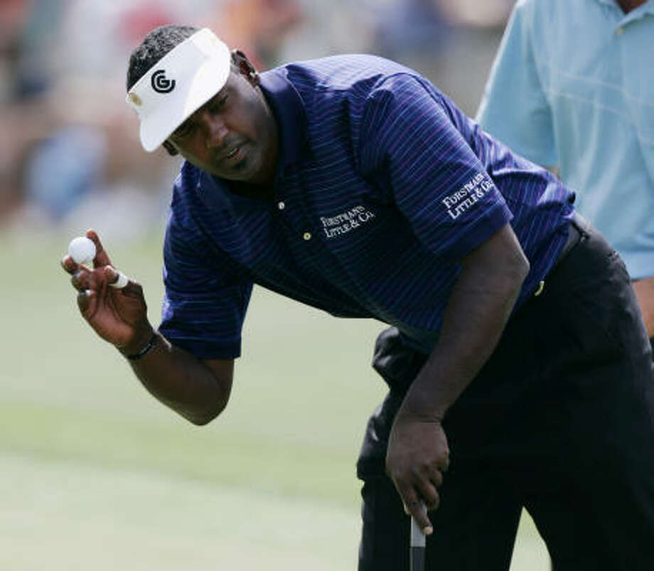 Vijay Singh reacts after making a par on the 18th hole during first-round play at Masters golf tournament at the Augusta National Golf Club in Augusta, Ga., Thursday. Singh leads the tournament with a 67. Photo: AMY SANCETTA, ASSOCIATED PRESS
