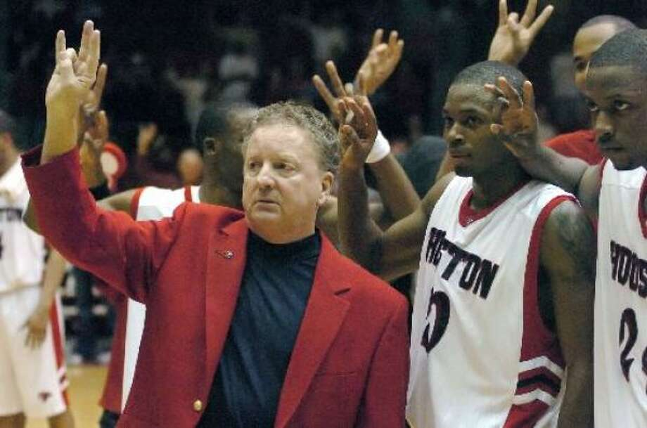 Houston coach Tom Penders, left, and players Oliver Lafayette, center, and Jahmar Thorpe, right, hold up the Cougars sign after defeating BYU. Photo: Tim Johnson, AP