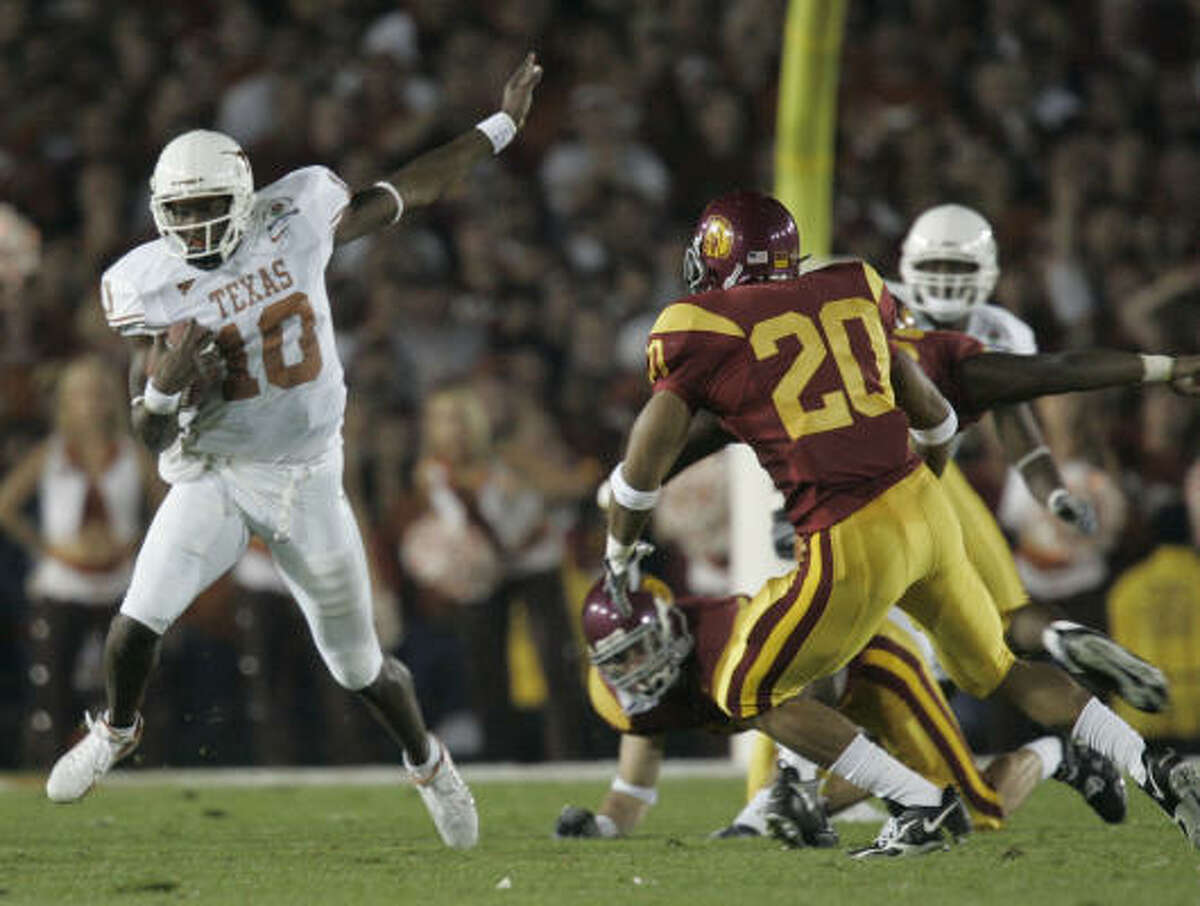 Texas' Vince Young makes a 15-yard scramble during the first quarter of the Rose Bowl Game Wednesday in Pasadena, Calif.