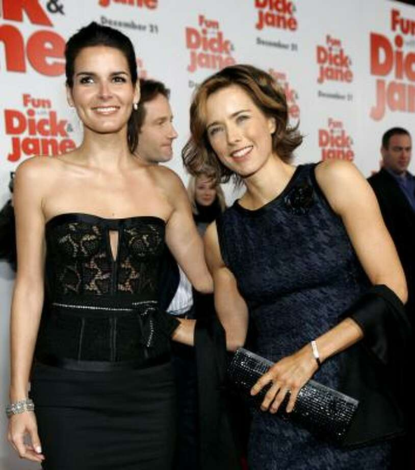 Tea Leoni, right, and Angie Harmon Photo: MARIO ANZUONI, REUTERS