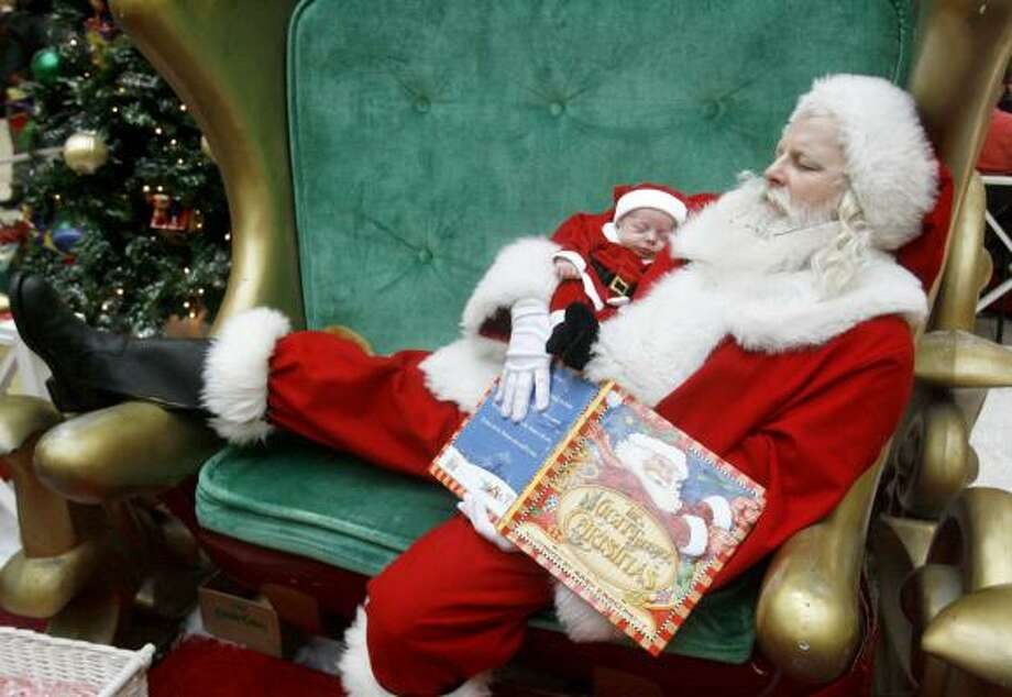 Anthony Tarascio, 20-days-old, sleeps in the arms of Santa at Westfield Shoppingtown Mall in Canton, Ohio, on Dec. 23, 2007. Photo: Scott Heckel, AP