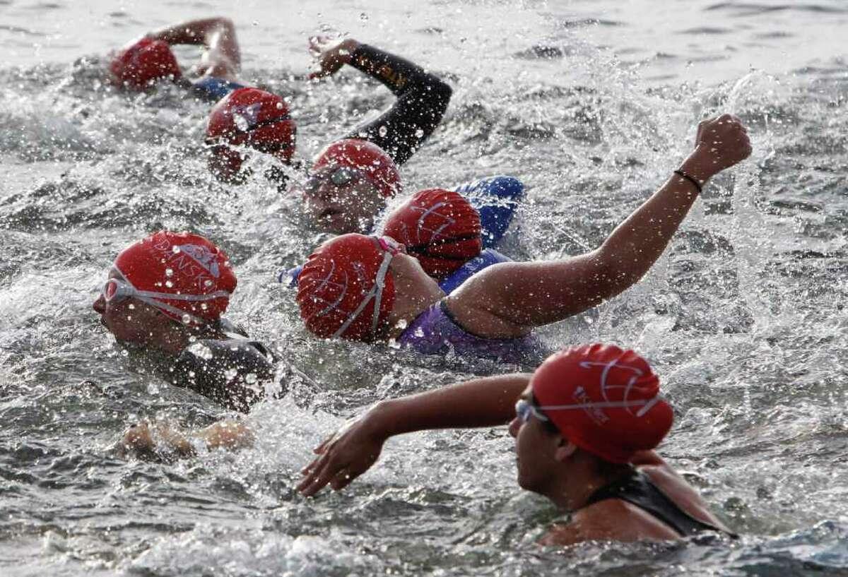 Athletes start the race.
