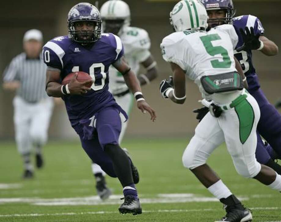 Angleton's Quandre Diggs, left, was selected as the area's top offensive player of 2009. Photo: ERIC CHRISTIAN SMITH, For The Chronicle